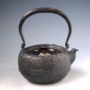 tb212 金寿堂写 柏葉紋姥口小鉄瓶 鉄壺 約0.3L【日本製・証明書付き】【海外対応可】