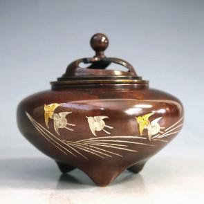 135-57,伝統 香炉 「平型・波千鳥」 【 高岡銅器 】