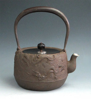 No.tb11, Ryusendo iron kettle(teakettle) replica , design is a dragon background with silver spout, made in Japan, nearly 1.6L