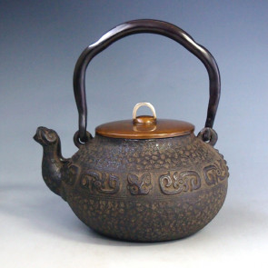 tb169, Ryusendo iron kettle(teakettle), the design is phoenix spout, 0.9L,Made in Japan