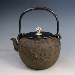 No.tb175, Kibundo Iron kettle replica, design is Mount Penglai scenery, made by Ryusendo,approximately 1.3L, iron kettle