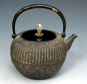 No.tb18, Zouroku iron kettle (teakettle) replica, design is chrysanthemun flower background with silver color in the knob and knob attachment, Made in Japan, nearly 1.0L