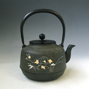 No. tb244, iron kettle with peony inlay pattern, made by Jokei, about 1.5L, iron kettle