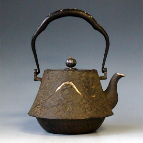 No.tb39, Mount Fuji shape with clouds and dragon, silver spout and silver inlay in handle, approximatlely 0.9L,iron kettle