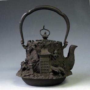 No.tb58,Ueda iron kettle(teakettle) replica, design is Kyoto scenery, nearly 1.3L