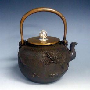 No.tb95c, Ryusendo iron kettle(teakettle) , design is secluded mountain scenery  with silver knob attachment and silver knob, Made in Japan, nearly 1.4L