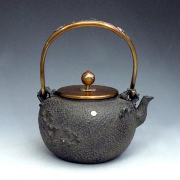 tb5a, 龟文堂模本  丸形 月下波 飞鸟图(小) 银镶嵌 约1.2L 铁壶