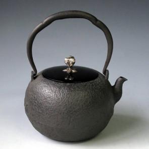 tb1, 龙文堂模本 圆形 银摘和银座 约1.4L, 铁壶