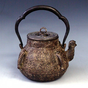 tb112, 藏六模本 饕餮图案 银座 盖镶金 约 1.4L, 铁壶