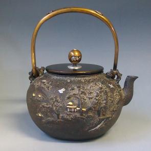 tb130, 龟文堂模本  楼阁山水(白居易) 金银镶嵌 约 1.5L, 铁壶