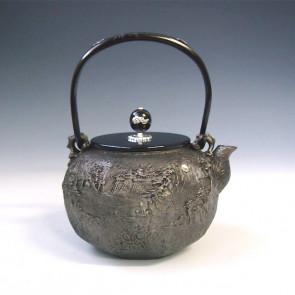 tb147sa, 龟文堂模本 砂铁材质 八角山水鉄瓶(小) 壶身、提手和抓手银镶嵌 约 1.3L, 砂铁 铁壶
