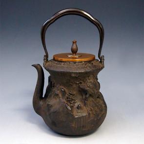 tb153, 龙泉堂造  狮子地纹鉄瓶 座:银 1.2L 铁壶