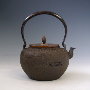 tb154, 龙泉堂造  流水地纹鉄瓶 座:银 1.2L 铁壶