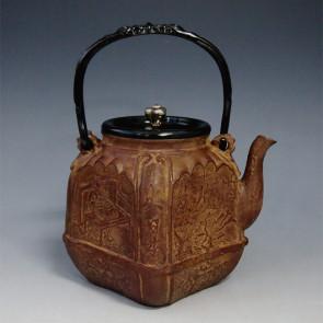 tb155, 大国模本  四方鉄瓶 摘和座:银彩 鬼面形提手 1.4L 铁壶