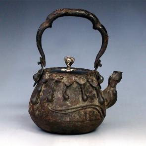 tb17b, 龙文堂模本  葫芦形铁壶  摘手和座镀银 约 0.7L,  铁壶