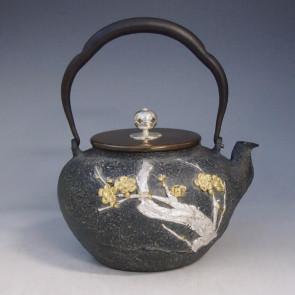 tb180, 光玉堂模本 梅花铁壶 壶身贴金银 摘手和座:银 约1.2L,铁壶