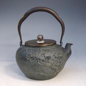 tb181, 光玉堂 梅花铁壶 摘手:银彩 座:银 约1.2L,铁壶