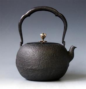 tb1a, 龙文堂模本 圆形 银摘和银座 约1.4L, 铁壶
