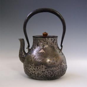 tb223sa,龙文堂模本,鹤首形日本名景富士风景图 约0.9L 铁壶