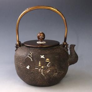 tb99a, 龟文堂模本  圆形 波涛飞鸟图 约1.5L 铁壶