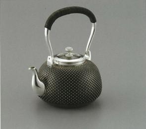 obg-n035, 大渊光则作 雪珠纹纯银烧水壶 约0.9L, 银壶