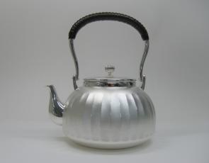 obg-n037, 大渊光则作 纯银烧水壶 竖条纹 约1.1L,银壶