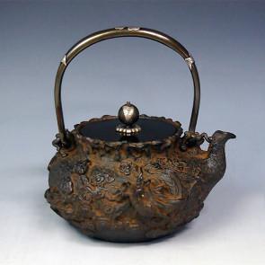 tb144, 龜文堂模本 寶袋形 雲龍圖 龍眼金鑲嵌 提樑和抓手銀鑲嵌 銀座 約 1.1L, 鐵壺