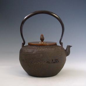 tb154, 龍泉堂造  流水地紋鉄瓶 座:銀 1.2L 鐵壺