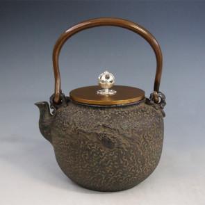 tb170, 龜文堂模本 蘭蟹鐵壺 銀摘手和座 約1.3L 龍泉堂造 鐵壺