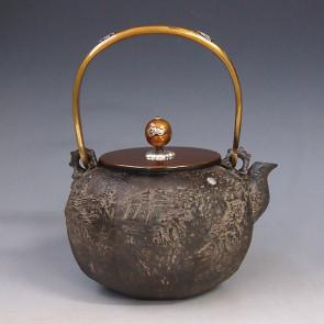 tb191,龜文堂模本 八角山水鐵壺(小) 壺身銀鑲嵌 座:銀約 1.4L 鐵壺