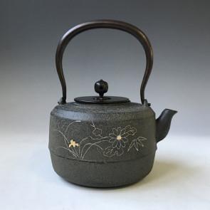 tb241,四君子金銀鑲嵌鐵壺 菊地淨慶作 約1.2L,鐵壺