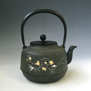 tb244, 牡丹金銀鑲嵌鐵壺 菊地淨慶作 約1.5L,鐵壺