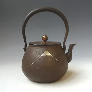 hn2980, 金龍堂模本 富士山鑲嵌鐵壺 約1.2L 般若勘溪作 鐵壺